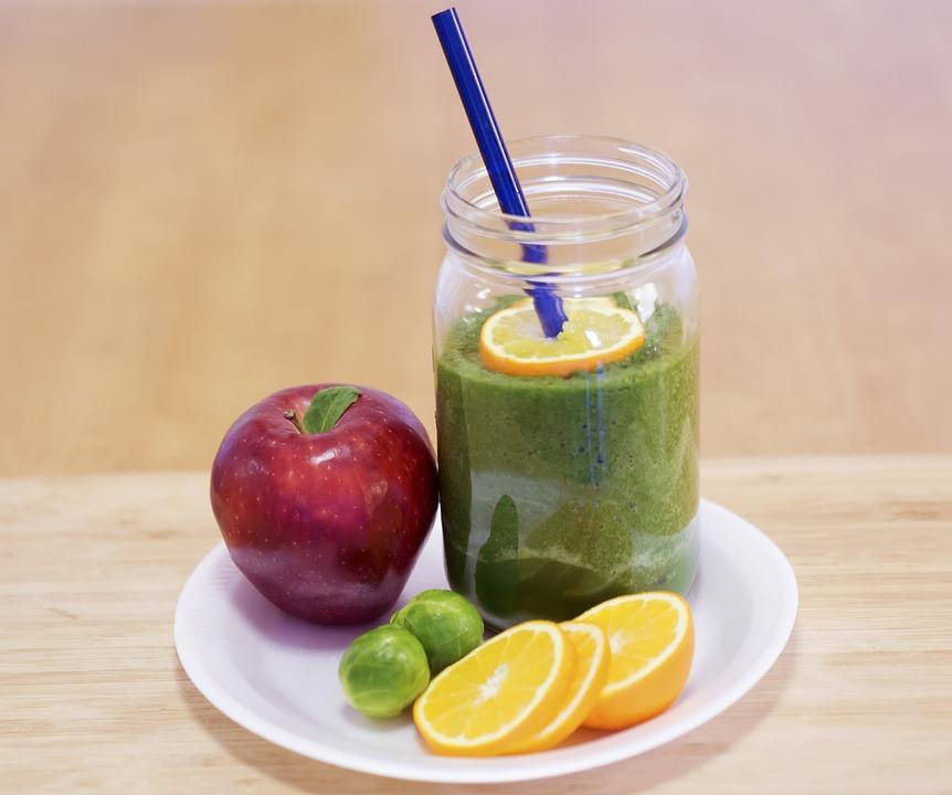 Auf dem Bild ist ein Obst·getränk, Gemüse und Obst zu sehen