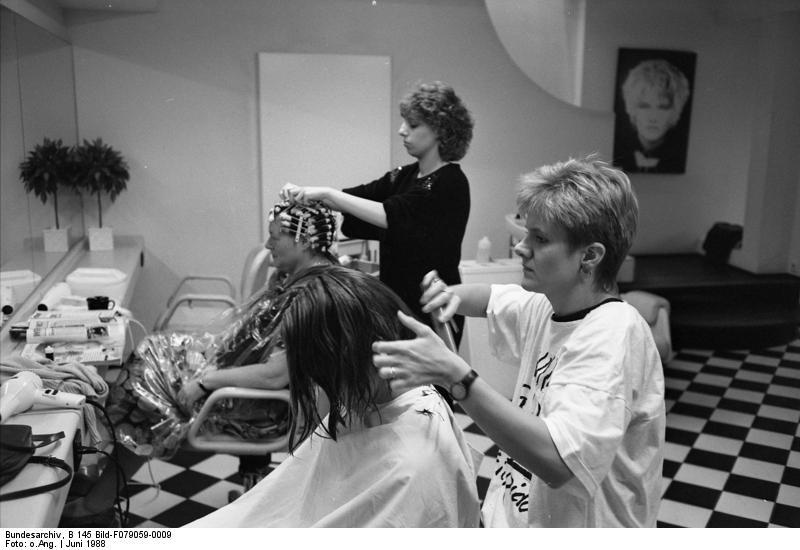 Auf dem Bild sind Friseure zu sehen