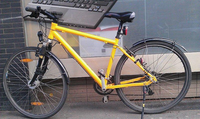 Herren-Fahrrad in gelber Farbe