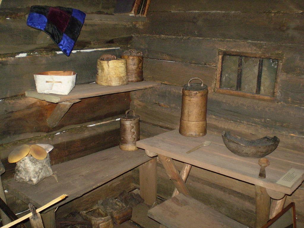 Auf dem Bild sind die Sachen im Haus von der Familie Lykow zu sehen
