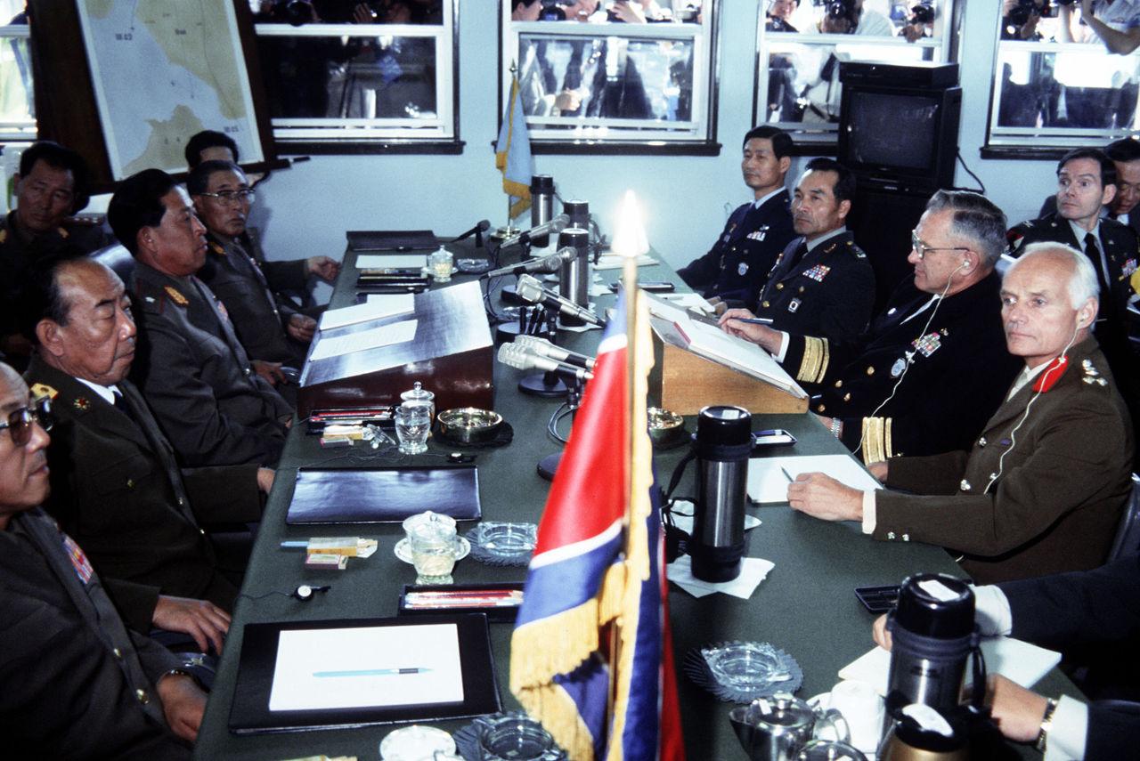 Auf dem Bild sind Politiker von Nord·korea und den Vereinte Nationen zu sehen