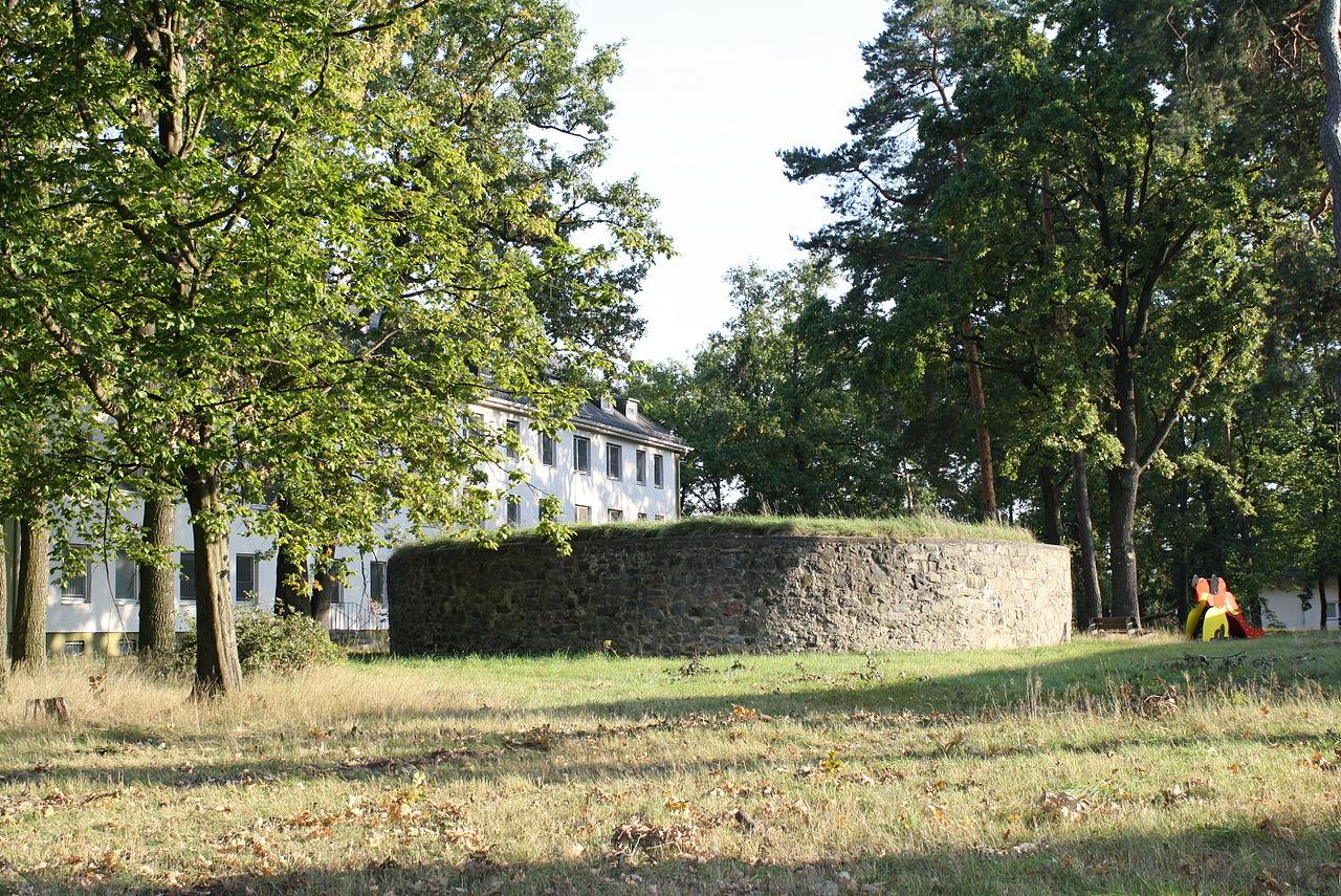 Auf dem Bild ist ein Schafott in Hanau zu sehen