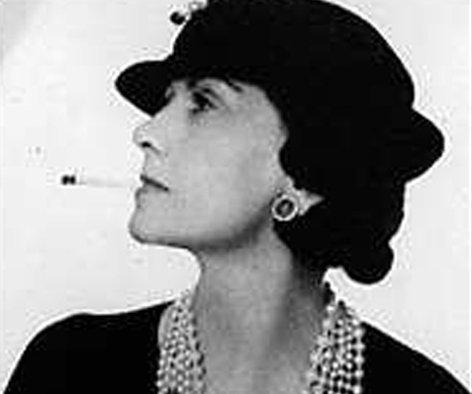 En la foto es Coco Chanel