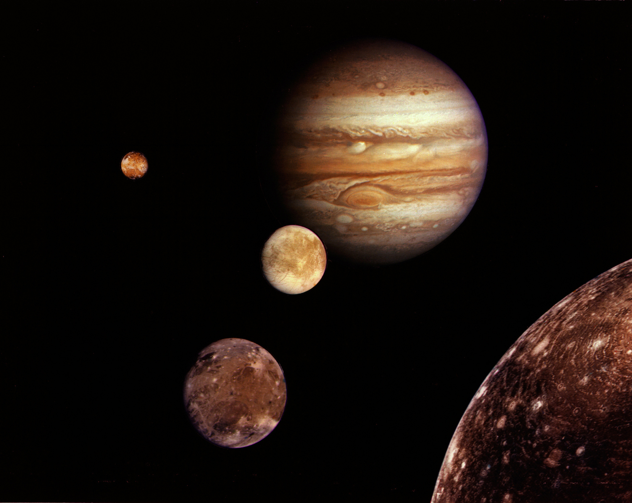 On the picture is the planet Jupiter and its 4 moons.